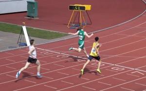 400m hurdlers race into early season form